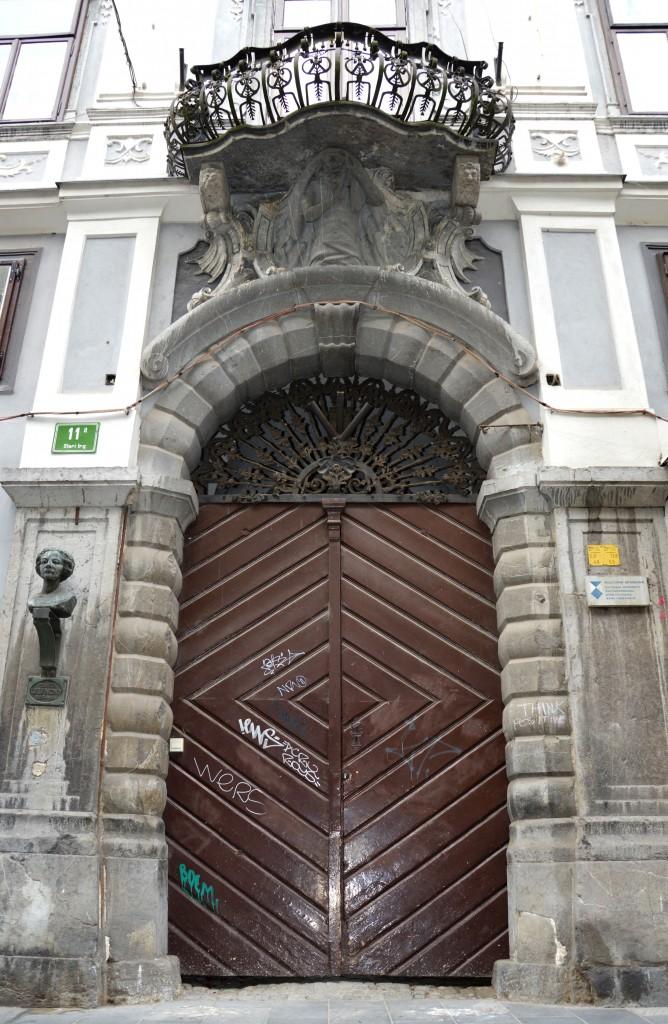 V Schweigerjevi hiši na Starem trgu je domovala Lili Novy.