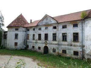 Auerspergov grad Turn (Šrajbarski turn) nad Leskovcem pri Krškem